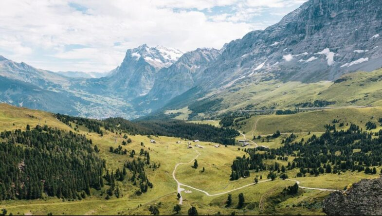 Packing list for day hikes in the Alps