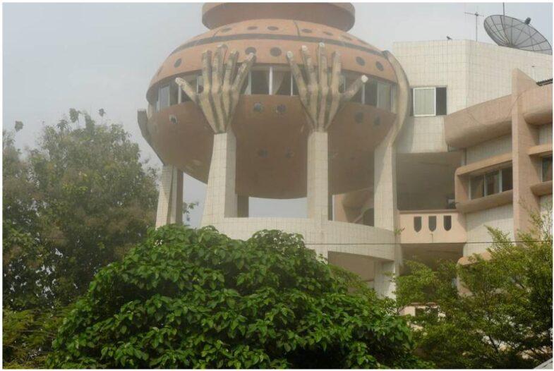 Savings bank building in the form of a clay jug in Porto Novo